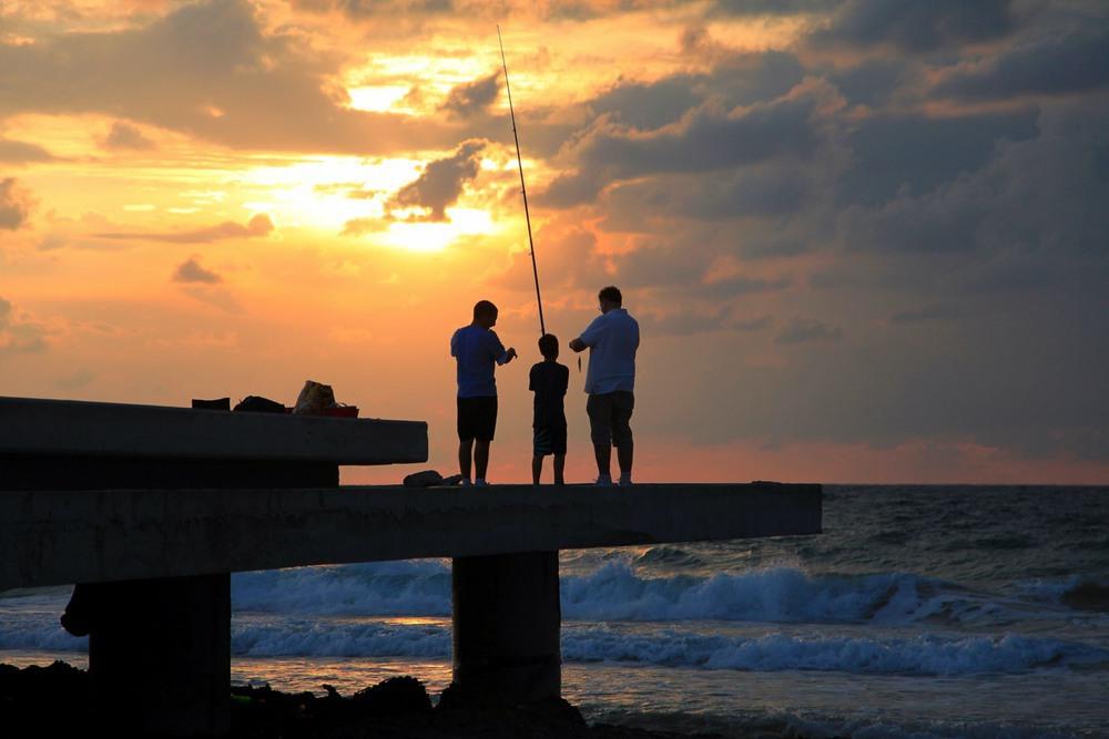 Маленькая удача юного рыболова. Автор: Ольга.