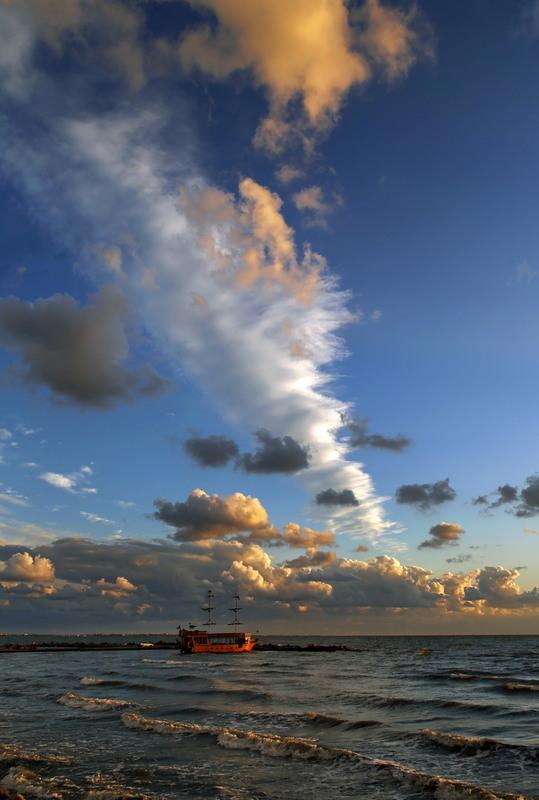 Вечерние  облака Автор: Нилла Шарафан