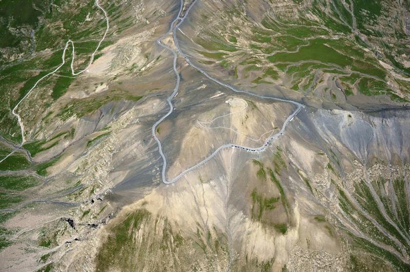 12 Коль де ла Бонет, Франция. Эта трасса расположена на высоте более 2000 метров во французских Альпах, недалеко от границы с Италией. Имеет большое количество крутых и опасных поворотов.