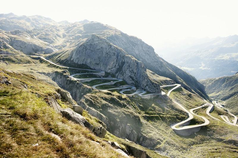 13 Сен-Готард, Швейцария. Это один из самых высоких горных перевалов в Альпах. Протяженность - 64 км.