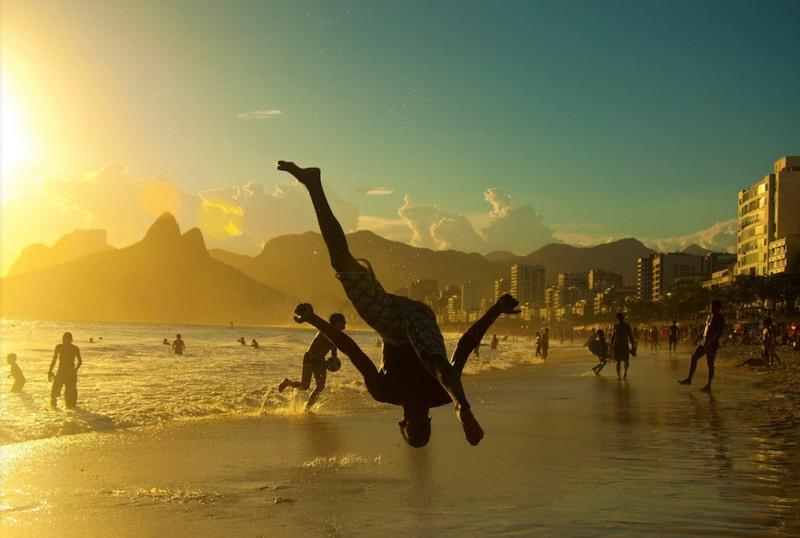 1 Капоэйра на закате, Рио-де-Жанейро. Источник: Giovani Cordioli