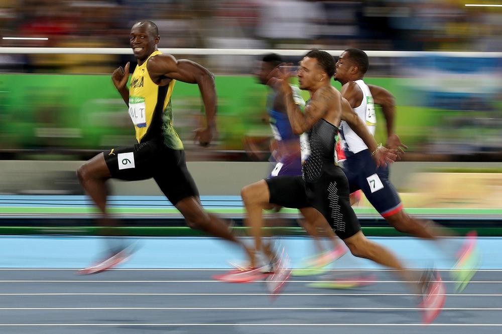 1 14 августа, Рио-де-Жанейро, Бразилия. На финише полуфинального забега на 100 метров Усэйн Болт очень уверен в себе. Фото: Cameron Spencer / Getty Images.