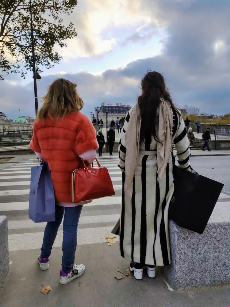 23 Яркий и ещё ярче другого... P.S. эти дамы говорили на русском языке :)