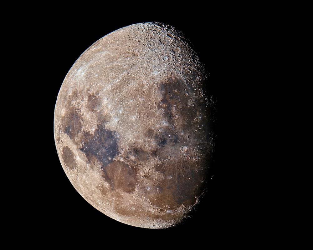 10 Разноцветная Луна. Автор - Craig Semple
