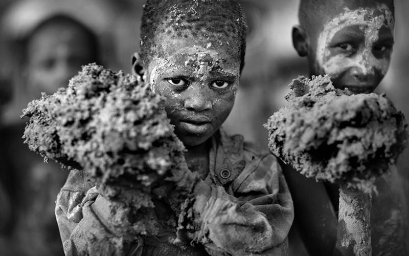 1 Первое место заняла работа британского фотографа Timothy Allen. Реконструкция храма в Мали.
