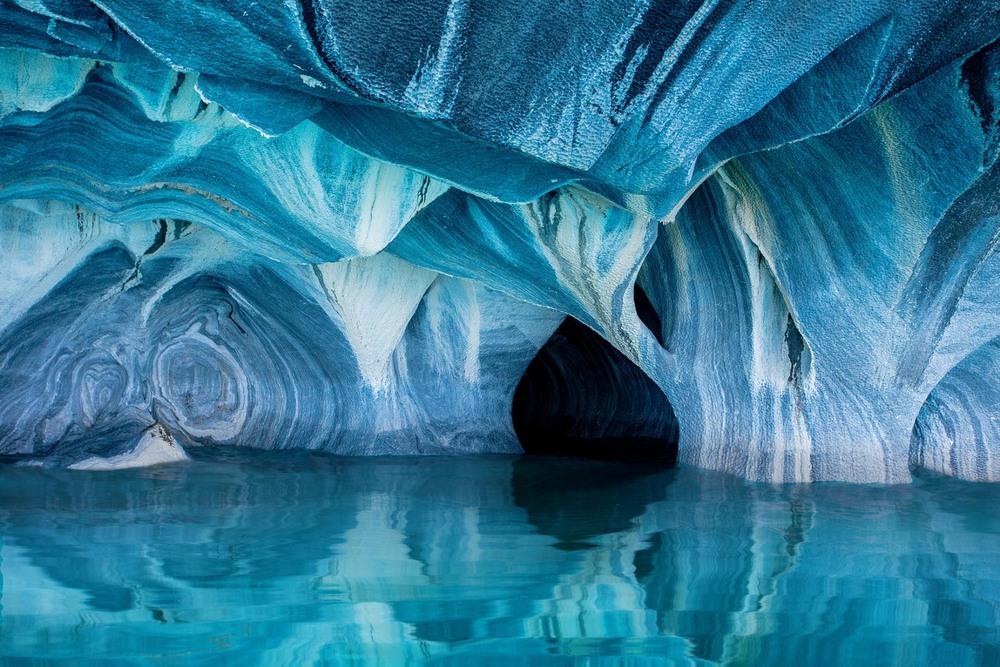 4 Мраморные пещеры. Озеро Генерал-Каррера, которое находится между Чили и Аргентиной. Автор - CLANE GESSEL.