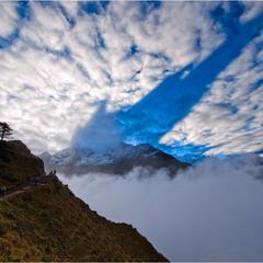 тень и ее гора