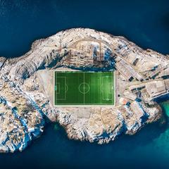Самое одинокое футбольное поле