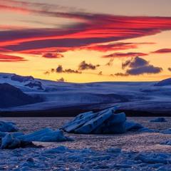 В Ісландії зимно на озері