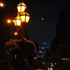 Фонари расцветают к ночи...