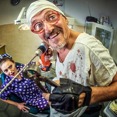 С рук смоет кровь усталый стоматолог...