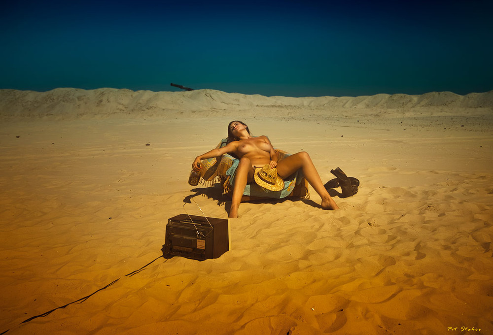 фото голых в пустыне