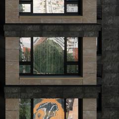 Три одинаковых окна...