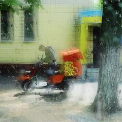 про развозку пиццы в дождливую погоду...