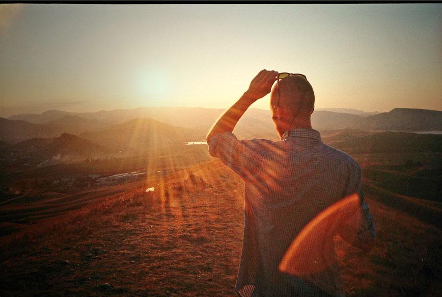 Картинки мужчина уходит в закат, новогодними открытками открытки