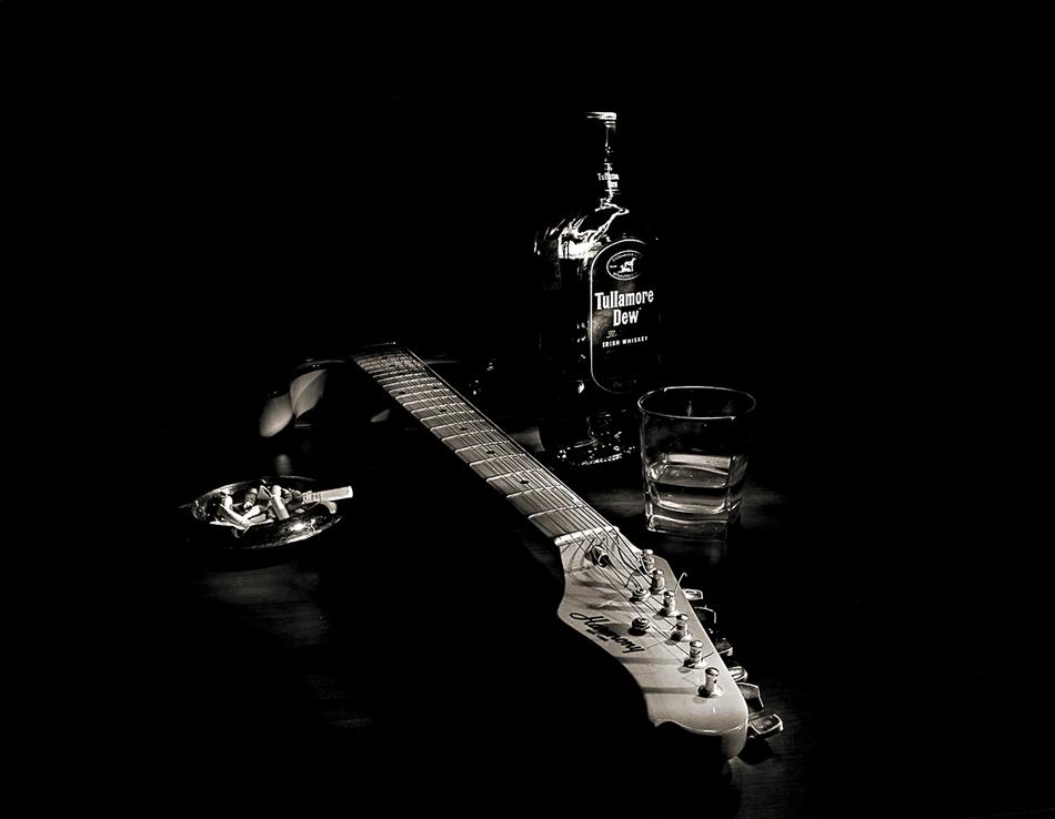 девочки картинки гитар электронных сигарет завязанными