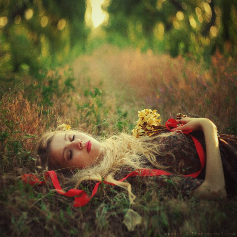 наших сон девушка с цветами начинает движение от