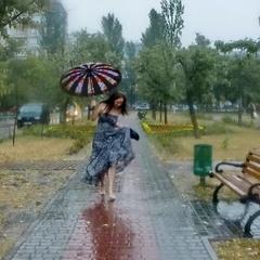 Танцующая под дождём