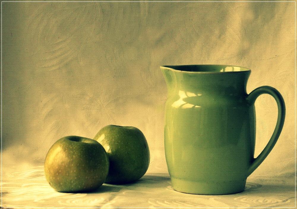 картинки натюрморт с кувшином и яблоком вот дома реальной