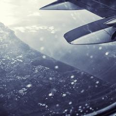 ...под крылом самолета...