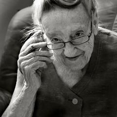 портрет пожилой женщины