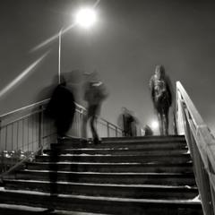 тени утреннего города