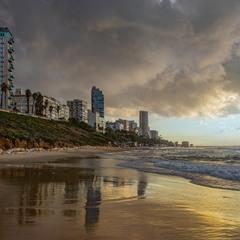 Город над морем.