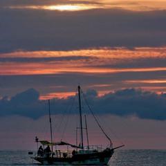 Кораблик на восходе