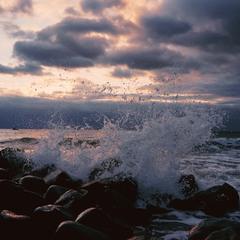 Ветер крепчает , вздымаются волны....