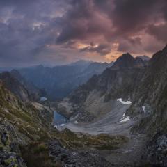 Словакия. Высокие Татры. Вид с седла Вага (2340 м над у.м.) на Польские Татры и Zmrzle pleso.