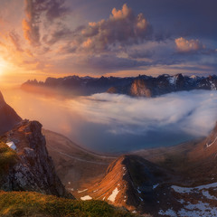 Норвегия. Остров Сенья. Панорама с горы Husfjellet на фьорд Steinfjorden и Зубы дьявола
