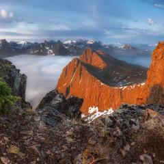 Норвегия. Остров Сенья. Панорама с горы Husfjellet
