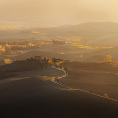 Италия. Тоскана. Долина Val d'Orcia на закате.