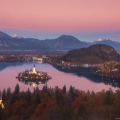 Словения. Закат на озере Блед.
