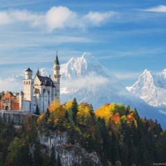 Германия. Замок Нойшванштайн на фоне снежных гор