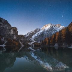 Италия. Звездное небо над озером Braies