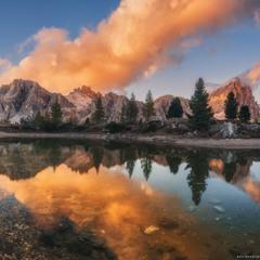 Италия. Доломиты. Красочный вечер на озере Limides