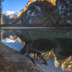 Италия. Доломиты. Утро на озере Lago di Landro