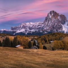 Италия. Доломиты. Панорама плато Alpe di Siusi после заката