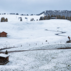Италия. Доломиты. Снежное утро на плато Alpe di Siusi