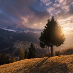 Италия. Доломиты. Закат солнца у деревни Selva di Val Gardena