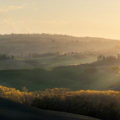 Италия. Тоскана. Осенний вечер в долине Val d'Orcia