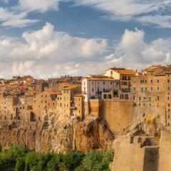 Италия. Тоскана. Город на скалах Pitigliano