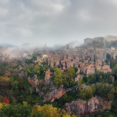 Италия. Тоскана. Панорама города Sorano