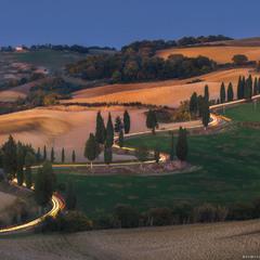 Италия. Тоскана. Вечер у деревни Монтичелло