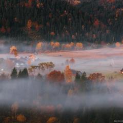 Украина. Карпаты. Осеннее утро в селе Дземброня