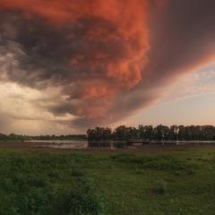 Украина. Черниговская область. Перед грозой у реки Десна