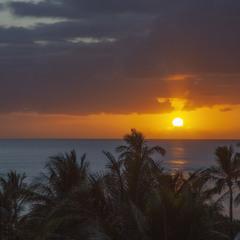Вечер в Тихом океане, на далеких островах.