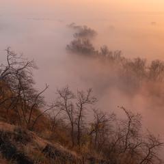 Над туманной долиной