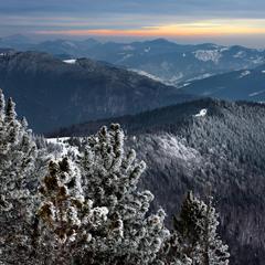 Рассвет с горы Яворник-Горган